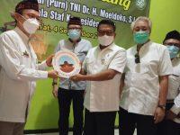 Moeldoko Sholat Jumat di Masjid Cheng Hoo