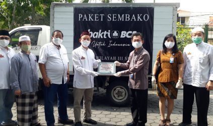 BCA Salurkan 150 Paket Sembako Melalui Cheng Hoo