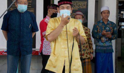 Donatur Cheng Hoo Beri Santunan 300 Anak Yatim-Dhuafa