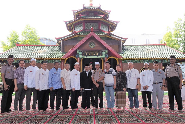 Kapolrestabes Surabaya Safari Jumat ke Masjid Cheng Hoo
