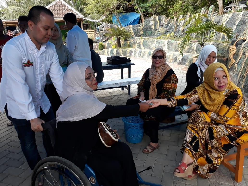 Pembagian Zakat Mal dari Keluarga Alm. H.Sukri Adnan dan H.A. Nurawi Berjalan Tertib